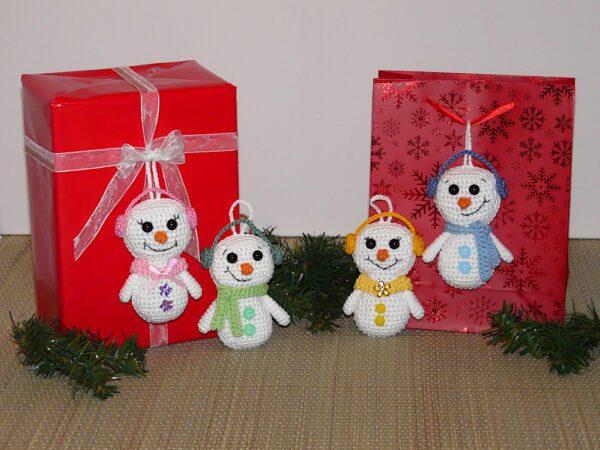 Häkelanleitungen für Weihnachten Häkelanleitung Geschenkanhänger Schneemann Amigurumi