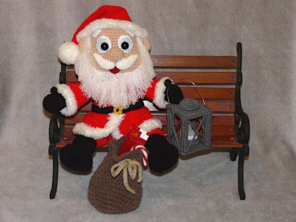 Häkelanleitungen für Weihnachten Häkelanleitung Weihnachtsmann mit Laterne Amigurumi