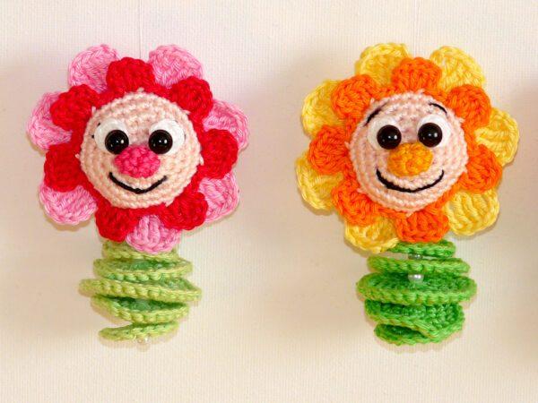 Häkelanleitungen für Frühling Häkelanleitung Blumenanhänger Amigurumi
